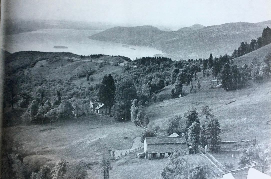 In una vecchia fotografia dell'Alpe Ompio